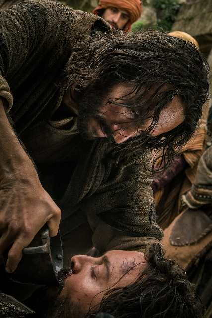 Jesus (Rodrigo Santoro) gives water to slave Ben-Hur (Jack Huston) Photo: ShareBenHur.com